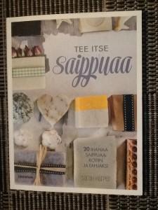Sarah Harperin Tee itse saippuaa on oiva opas saippuaharrastusta aloittavalle.