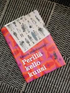 Laura Honkasalon Perillä kello kuusi on täyteläinen kuvaus kesäisestä Helsingistä vuonna 1966. Kolmen naisen kasvutarina kiertyy elämän odotuksen ympärille, ja ratkaisuihin, jotka mahdollistavat muutoksen.
