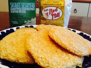 Juustoiset seesami-durra -leipäset maistuvat aamulla, päivällä ja illalla.