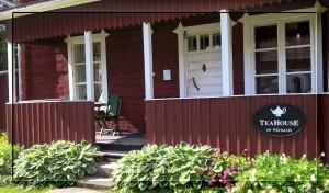 Teahouse of Wehmais sijaitsee Wehmaisten kartanon yhteydessä vitostien lähellä.