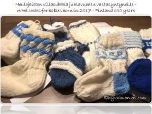 Sinivalkoisia vauvansukkia juhlavuonna syntyneille - Blue and white wool socks for Finnish newborns - Finland 100 years celebrations